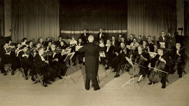 The North Shore Symphony Orchestra in Marchh 1960 with conductor Alan Bellhouse.
