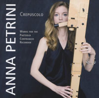 Anna Petrini with her instrument in the CD cover