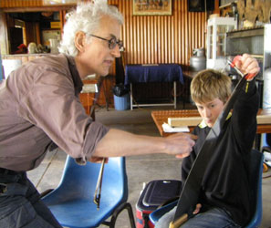 A singing saw lesson in Packsaddle